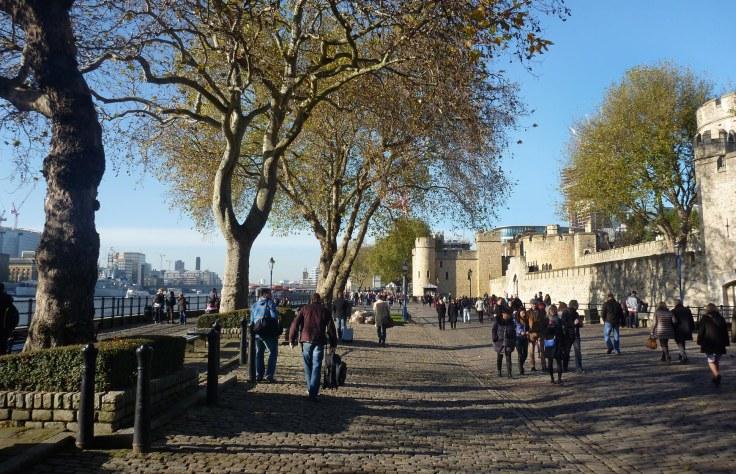 LONDON TOWER  RIVERSIDE_3